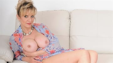 Lady Sonia - Stiletto heels milf