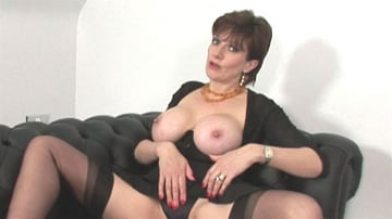 Lady Sonia - Sybian riding mature