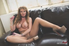 Lynda Leigh - Smoking Tease (Thumb 02)