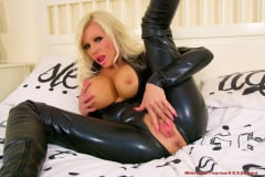 Michelle Thorne - Black Latex Burglar Fuck (Thumb 04)