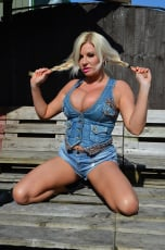 Michelle Thorne - Members Wanking Toy Show (Thumb 01)