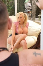 Michelle Thorne - Window Cleaner Fuck (Thumb 02)
