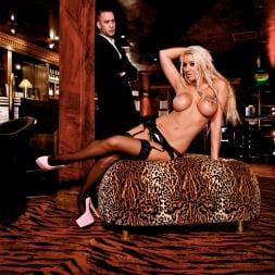 Brooklyn Blue in 'Daring Sex' The Velvet Lounge (Thumbnail 5)
