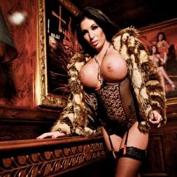 Emily B in 'Daring Sex' The Velvet Lounge (Thumbnail 2)