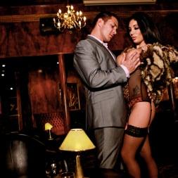 Emily B in 'Daring Sex' The Velvet Lounge (Thumbnail 7)