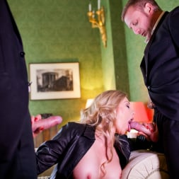 Holly Kiss in 'Daring Sex' MILF - A Darker Side (Thumbnail 5)