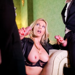Holly Kiss in 'Daring Sex' MILF - A Darker Side (Thumbnail 6)