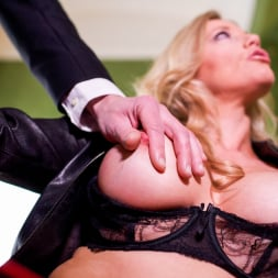 Holly Kiss in 'Daring Sex' MILF - A Darker Side (Thumbnail 7)