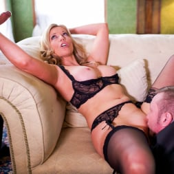 Holly Kiss in 'Daring Sex' MILF - A Darker Side (Thumbnail 8)