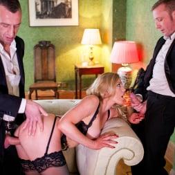 Holly Kiss in 'Daring Sex' MILF - A Darker Side (Thumbnail 10)