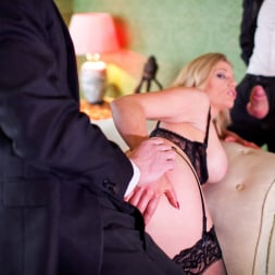 Holly Kiss in 'Daring Sex' MILF - A Darker Side (Thumbnail 12)