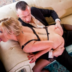 Holly Kiss in 'Daring Sex' MILF - A Darker Side (Thumbnail 15)