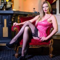 Holly Kiss in 'Daring Sex' The Tudor Lounge (Thumbnail 1)