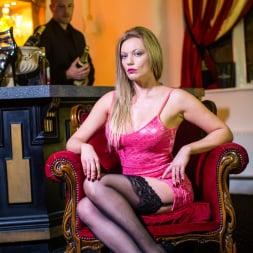 Holly Kiss in 'Daring Sex' The Tudor Lounge (Thumbnail 2)