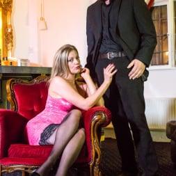Holly Kiss in 'Daring Sex' The Tudor Lounge (Thumbnail 3)