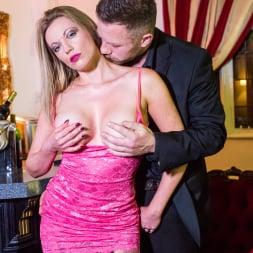 Holly Kiss in 'Daring Sex' The Tudor Lounge (Thumbnail 5)
