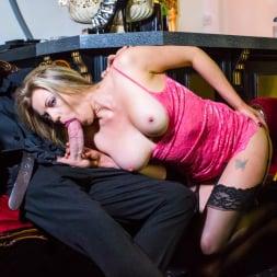 Holly Kiss in 'Daring Sex' The Tudor Lounge (Thumbnail 7)