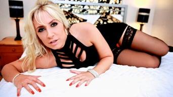 Karlie Simon in 'Hotel Voyeur'