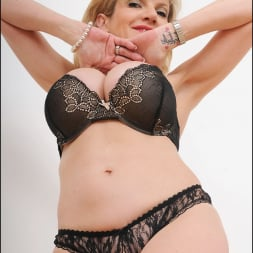 Lady Sonia in 'Lady Sonia' Busty lingerie milf (Thumbnail 11)