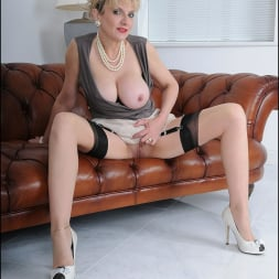 Lady Sonia in 'Lady Sonia' Busty nylons mature (Thumbnail 3)
