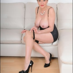 Lady Sonia in 'Lady Sonia' Busty trophy wife (Thumbnail 14)
