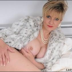 Lady Sonia in 'Lady Sonia' Classy fur coat milf (Thumbnail 4)