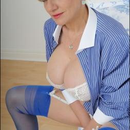 Lady Sonia in 'Lady Sonia' Classy lingerie milf (Thumbnail 9)