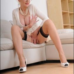 Lady Sonia in 'Lady Sonia' Classy mature minx (Thumbnail 6)