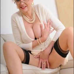 Lady Sonia in 'Lady Sonia' Classy mature minx (Thumbnail 7)