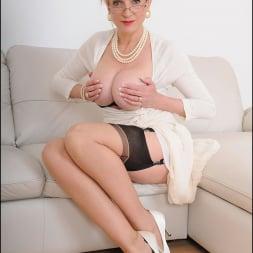 Lady Sonia in 'Lady Sonia' Classy mature minx (Thumbnail 8)