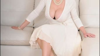 Lady Sonia in 'Classy mature minx'
