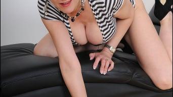 Lady Sonia in 'Classy milf spreads'