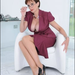 Lady Sonia in 'Lady Sonia' Cleavage and nylons (Thumbnail 5)