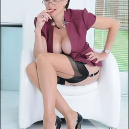Lady Sonia in 'Lady Sonia' Cleavage and nylons (Thumbnail 14)
