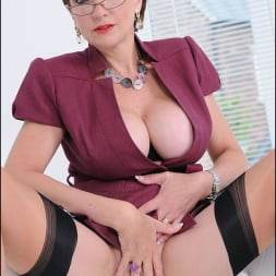 Lady Sonia in 'Lady Sonia' Cleavage and nylons (Thumbnail 15)