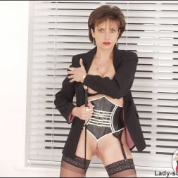 Lady Sonia in 'Lady Sonia' Corset mistress (Thumbnail 7)