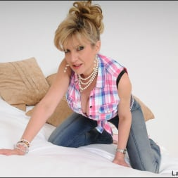 Lady Sonia in 'Lady Sonia' Deep cleavage milf (Thumbnail 4)
