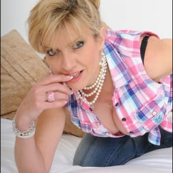 Lady Sonia in 'Lady Sonia' Deep cleavage milf (Thumbnail 7)