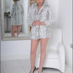 Lady Sonia in 'Lady Sonia' Fur coat mature (Thumbnail 1)