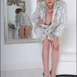Lady Sonia in 'Lady Sonia' Fur coat mature (Thumbnail 4)