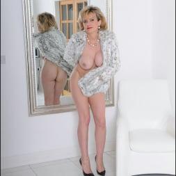 Lady Sonia in 'Lady Sonia' Fur coat mature (Thumbnail 11)