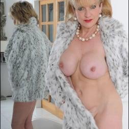 Lady Sonia in 'Lady Sonia' Fur coat mature (Thumbnail 13)