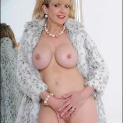 Lady Sonia in 'Lady Sonia' Fur coat mature (Thumbnail 14)