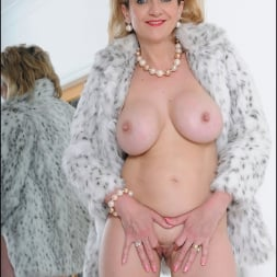 Lady Sonia in 'Lady Sonia' Fur coat mature (Thumbnail 15)