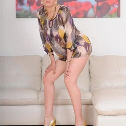 Lady Sonia in 'Lady Sonia' Glamorous mature (Thumbnail 2)