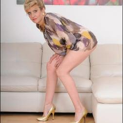 Lady Sonia in 'Lady Sonia' Glamorous mature (Thumbnail 3)