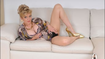 Lady Sonia in 'Glamorous mature'