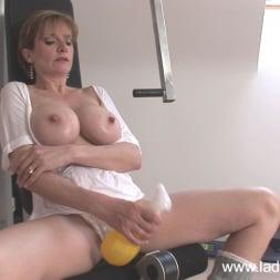 Lady Sonia in 'Lady Sonia' Gym milf masturbates (Thumbnail 7)
