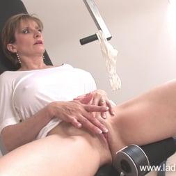 Lady Sonia in 'Lady Sonia' Gym milf masturbates (Thumbnail 12)
