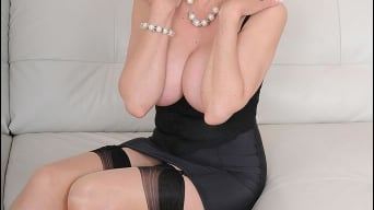 Lady Sonia in 'High class milf'